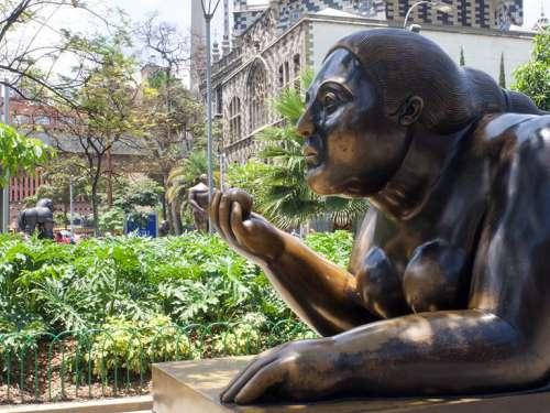 esculturas-de-bronce-botero