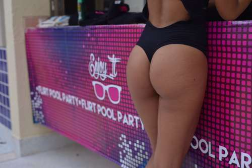 nalgas-pool-party-flirt-hotel-fiesta